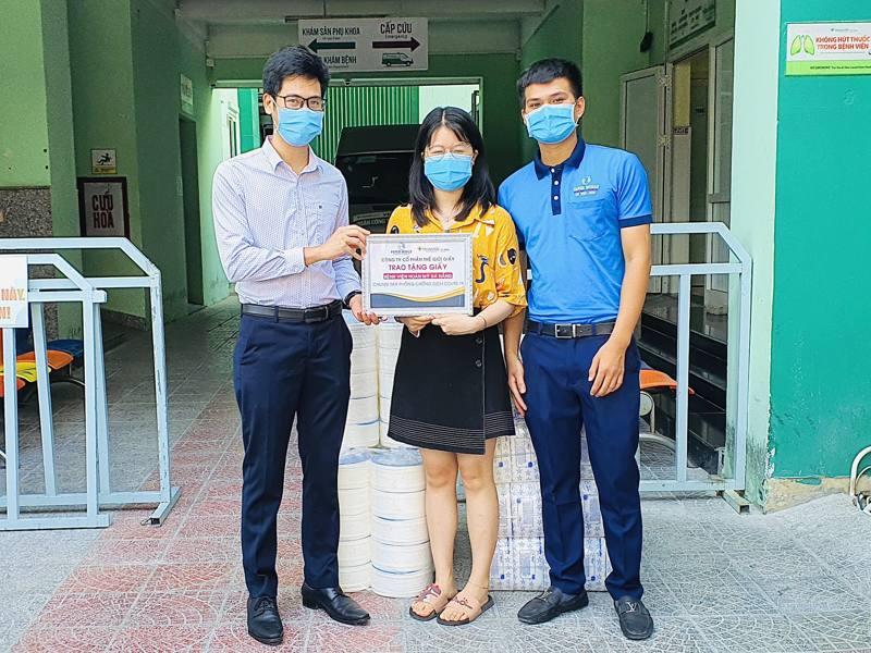 Thế Giới Giấy Trao Tặng Giấy Cho Bệnh Viện Hoàn Mỹ Đà Nẵng