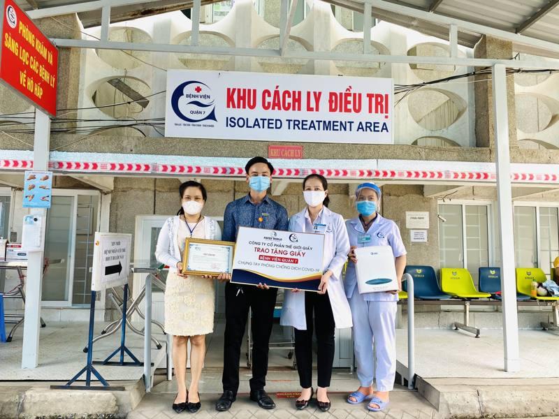Thế Giới Giấy trao tặng giấy vệ sinh và khăn giấy đa năng cho bệnh viện