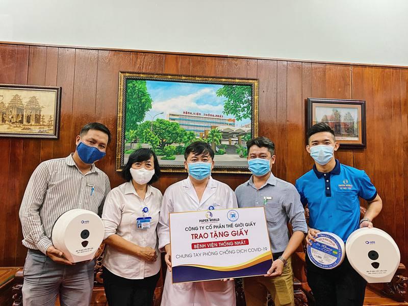 Thế Giới Giấy trao tặng giấy vệ sinh và khăn giấy đa năng cho bệnh viện Thống Nhất